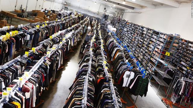 Упаковка одежды в Corby